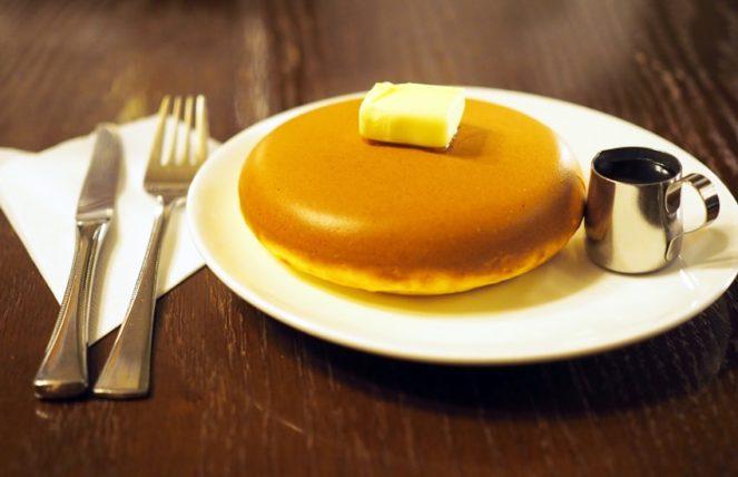 喫茶ビートルのホットケーキ横から