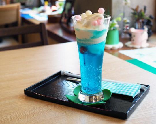 菓匠二宮の青いクリームソーダ