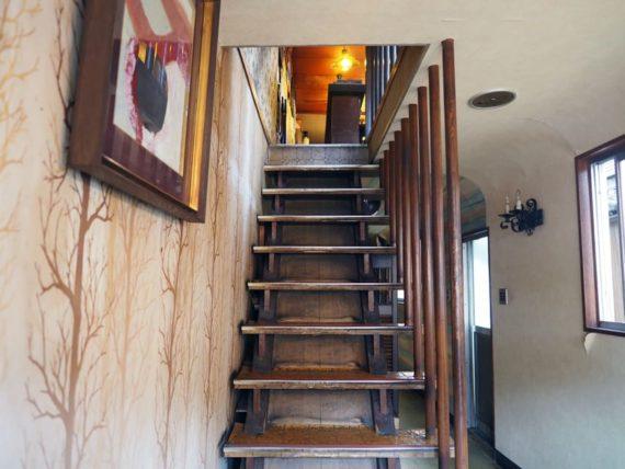 珈琲館シャルムの入り口すぐにある階段
