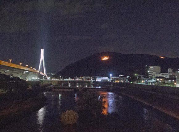 がんがら火祭り・五月山の大の字