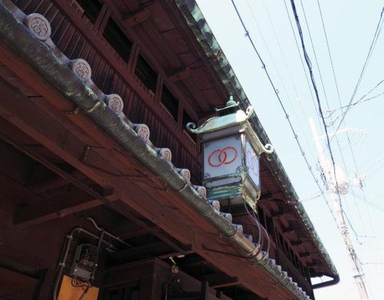 輪違屋の屋根