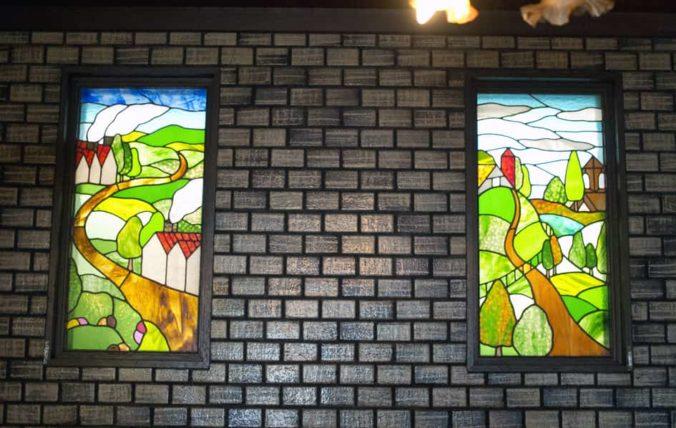 純喫茶ジャワの店内2階ステンドグラス