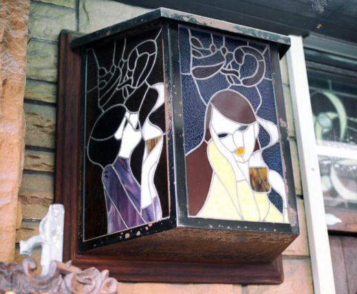 純喫茶ジャワの外のステンドグラス