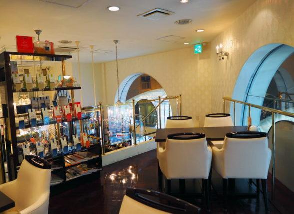ポアール帝塚山本店の喫茶スペース