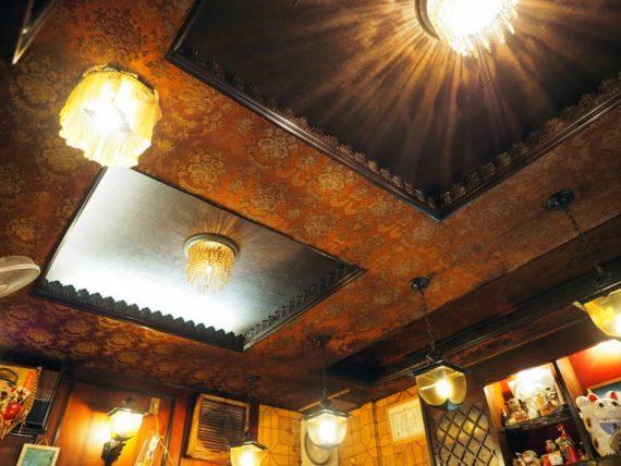 喫茶&カレー伊勢の天井