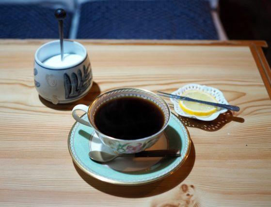 ピンクベア・レモン添えコーヒー