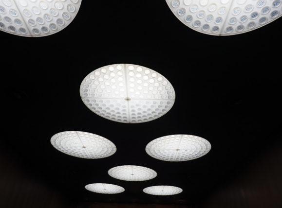 輸出繊維会館・サロンの照明