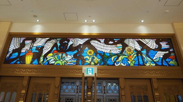 大丸・心斎橋筋側玄関のステンドグラス
