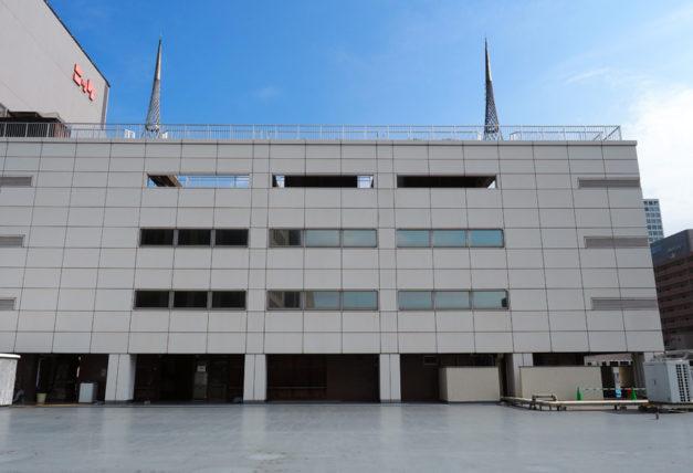 輸出繊維会館の屋上