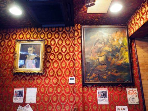 喫茶ナポレオンの壁面