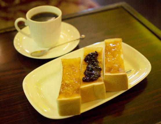 珈琲駅ブルートレイン・三色トースト
