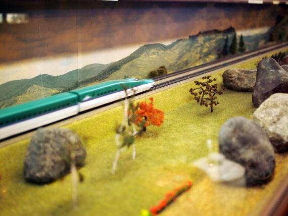 珈琲駅ブルートレイン・走る模型
