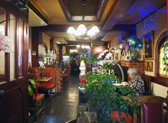 コーヒーサロンチロルの店内全景