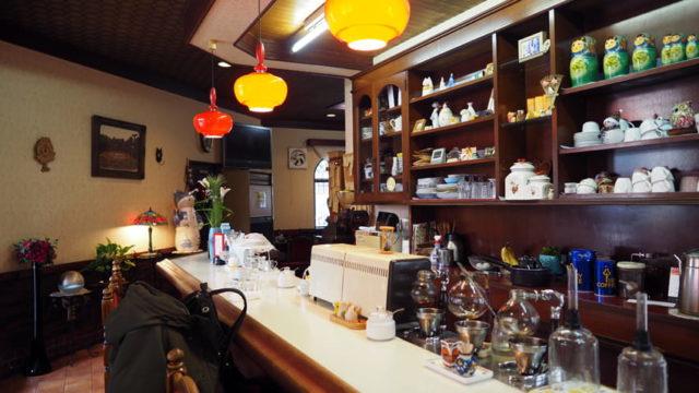 喫茶タツミのカウンター
