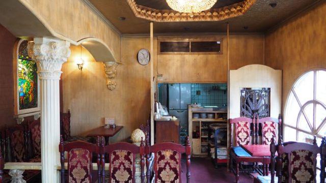 喫茶菊の店内