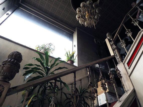 喫茶菊の2階へのアプローチ