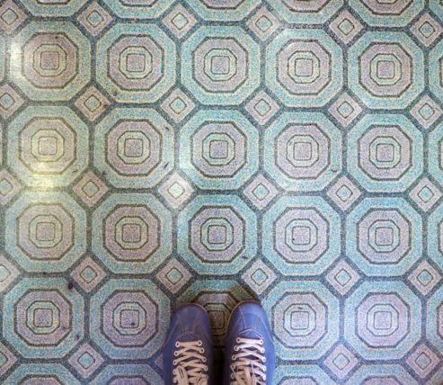 盛岡・喫茶パァクの床