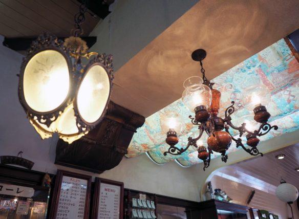 喫茶スコーレの照明