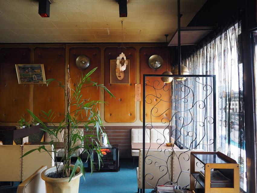 純喫茶フレンドの壁右側
