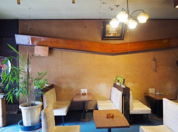 純喫茶フレンドの壁左側