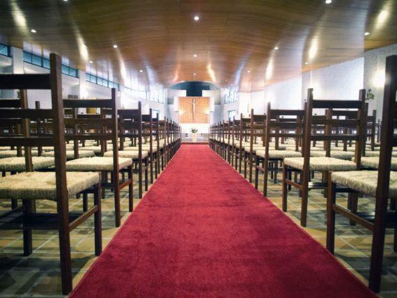 カトリック宝塚教会・赤い絨毯