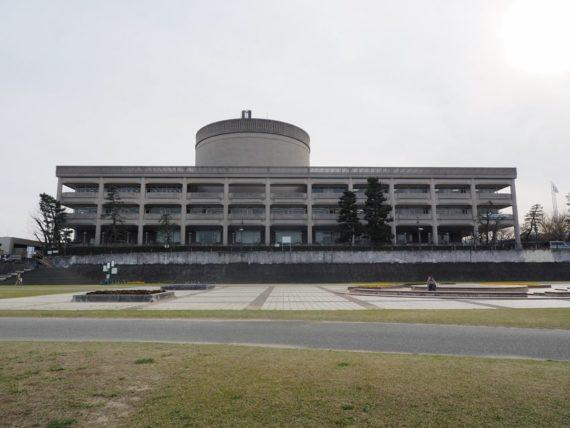 宝塚市庁舎外観全体図