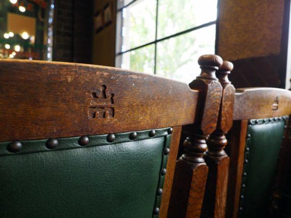 モンキーヒル・椅子の刻印