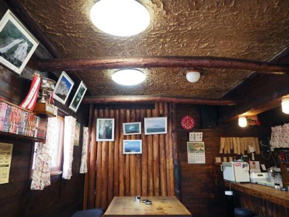 喫茶山荘の店内