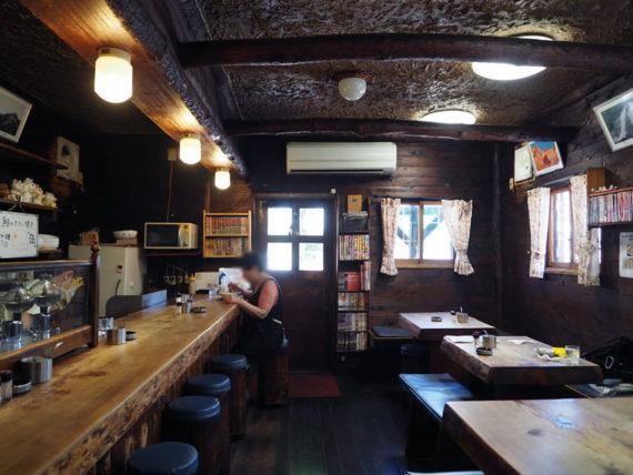 喫茶山荘の店内全景