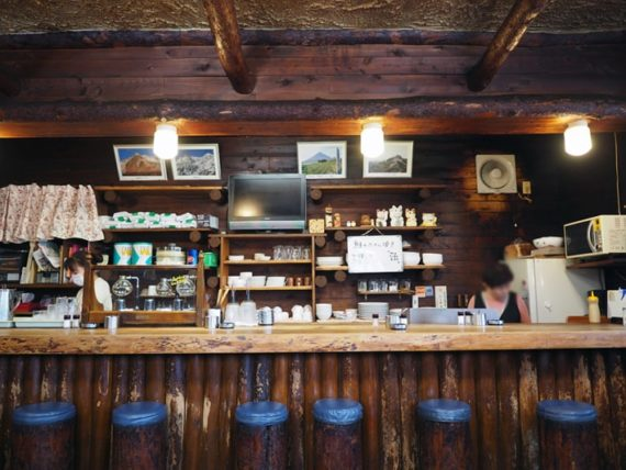 喫茶山荘のカウンター