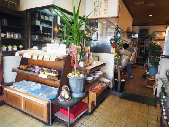 喫茶パルの店内