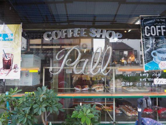 喫茶パルの窓ガラス