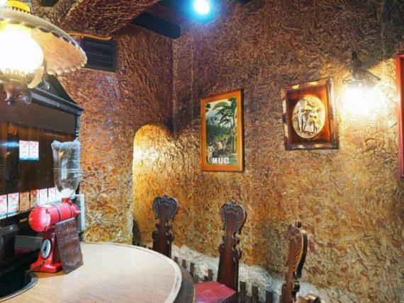珈琲専門店MUC 内平野店・洞穴のような内装
