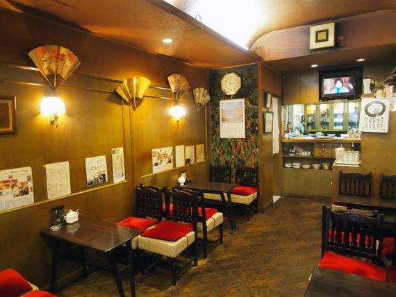 喫茶オランダの店内