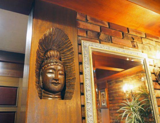 桜塚四丁目の鏡の横の仏像さま