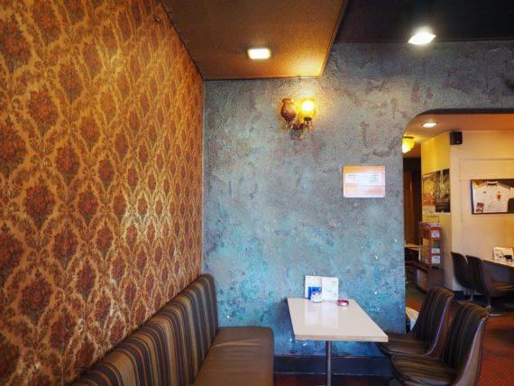 アミカのカラフルな壁