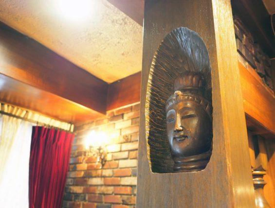 桜塚四丁目のカウンター横の仏像さま