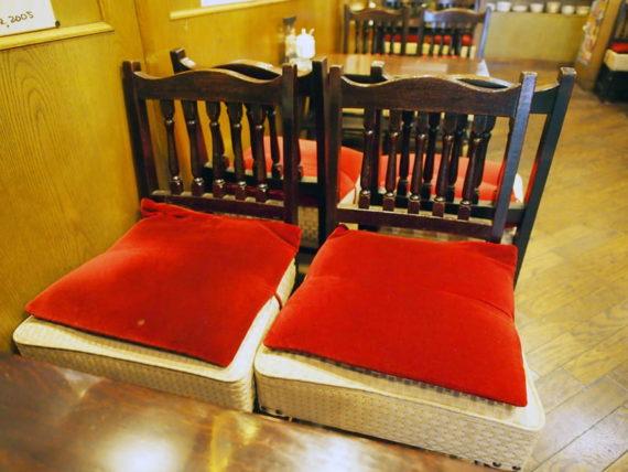 喫茶オランダの椅子