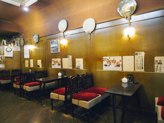 喫茶オランダの壁
