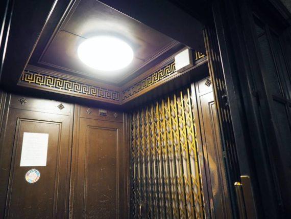 東華菜館・エレベーター