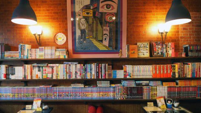 喫茶ラン・つげ義春のポスターと本棚