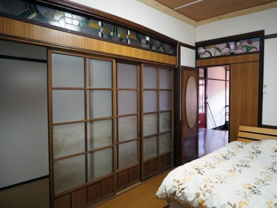 橋本の香・ステンドグラスのある小部屋