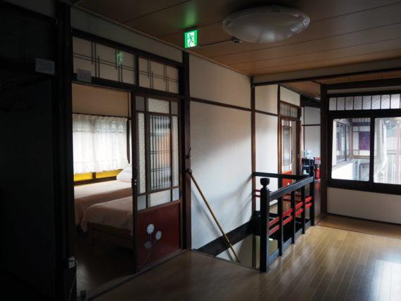 橋本の香・2階階段と通路