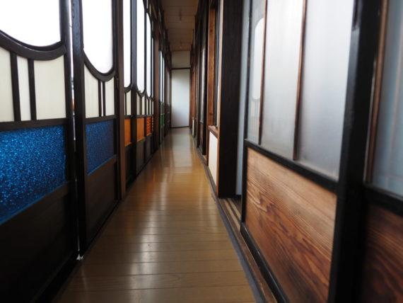 橋本の香・2階色ガラス