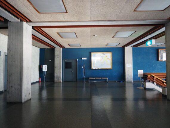 西脇市民会館・2階青い壁