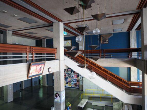 西脇市民会館・2階階段途中から