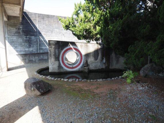 西脇市民会館・池のオブジェ