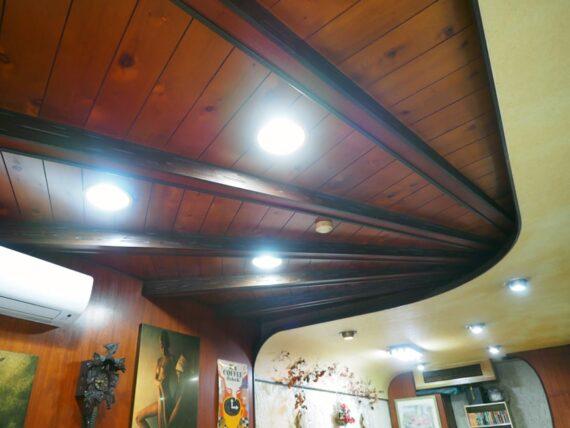 喫茶セリナ・カーブを描いた天井