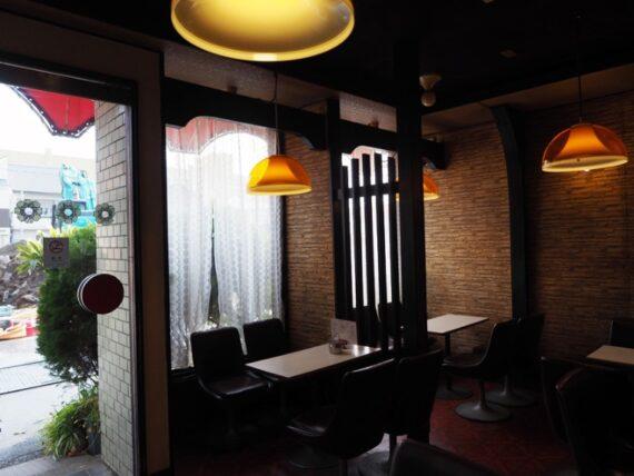 喫茶ムーラン・入り口付近と照明
