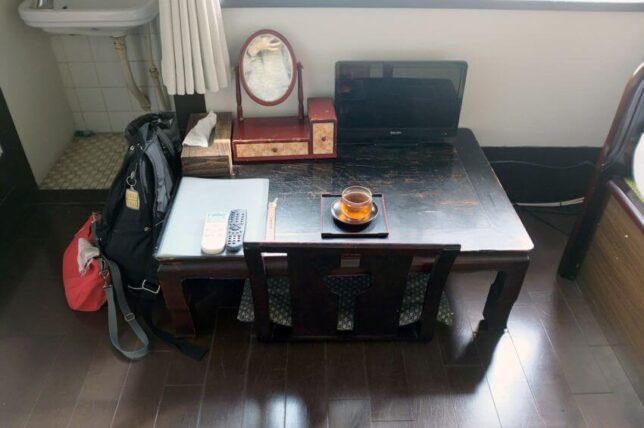 竹家荘旅館・室内の机